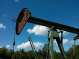 """国际油价跌破""""地板价"""" 国内油价将迎下调"""