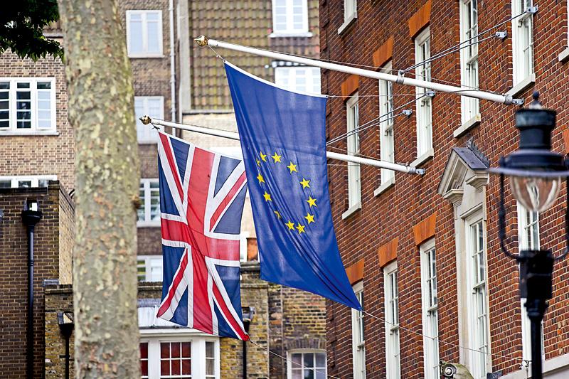 """英国""""脱欧""""不确定性致德英贸易受冲击"""