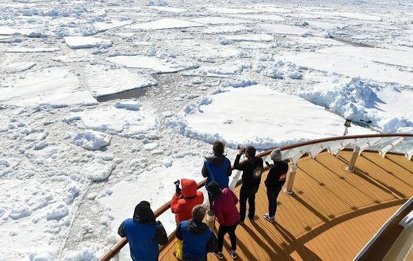 中国首制极地探险邮轮首航成功 业界称将改变南极旅游格局