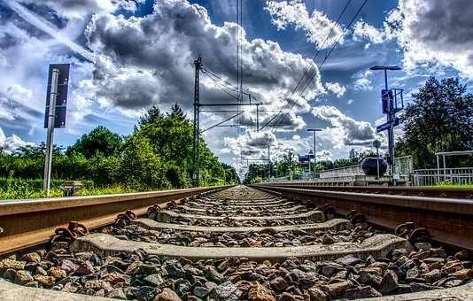 rail-2762520__340(1).jpg